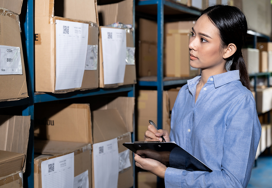 Woman working in a 3PL company in Sydney doing an inventory