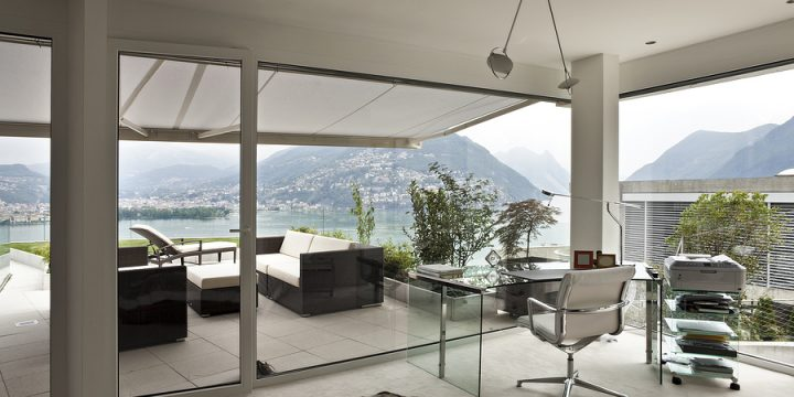 What Is Smart Glass Projection?